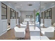 エルサロン 大阪店(ELLE salon)の雰囲気(洗礼された空間で都会の中での癒しを感じて下さい。)