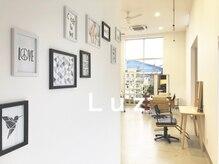 ラズ (Luz)の雰囲気(自然光入る広々した店内♪)