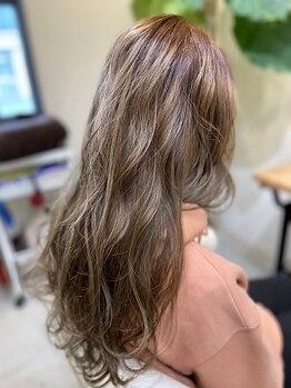 イースタイル 六条店(e-style)の写真/キレイな発色,色持ちの良さが◎OFFICEでもPRIVATEでも楽しめるデザインカラーで旬の髪色を楽しみませんか?