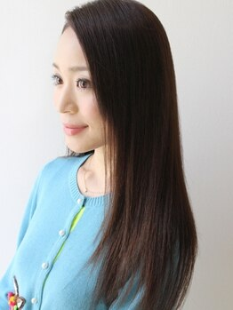 ヒビカ(HIBIKA)の写真/まっすぐ過ぎないナチュラルな仕上がり。髪の内部に栄養を閉じ込め、潤いもたっぷり。ぷるんとした美髪へ。