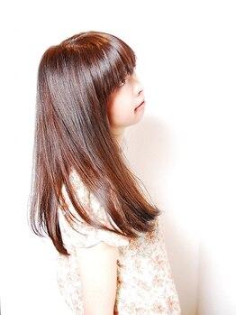 フォルカ ドゥ ヘアドレッシング(FORCA deux hairdressing)の写真/【まっすぐになり過ぎない、柔らか質感】髪に負担をかけないナチュラルな縮毛矯正で思わず触れたくなる髪に