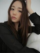 クラス アオヤマ(CLASS AOYAMA)おとなの人気髪型、センターパートの暗髪ふわゆるロング