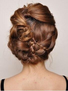 裏編み込みヘアアレンジ(結婚式・パーティーの髪型) ピンキー PINKY編み込みだらけのアレンジアップ
