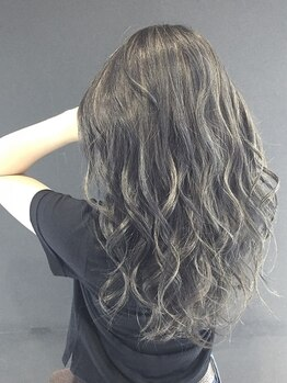 アイリス(iRIS)の写真/【学割U24カット+ダメージレスカラー¥3700】細かいカラーコントロールが可能◎周りと差が付く絶妙な髪色に!