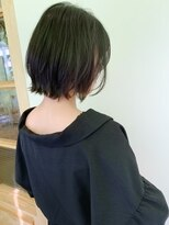 【morio下通】黒髪小顔外ハネくびれショート