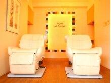 ヘアメイク ラ クーニャの雰囲気(暖色を基調とした、寛げる空間です。)