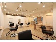 サク 田町芝浦(Sac.)の雰囲気(店内は木と白を基調とした温かみのある空間になっております!)