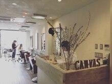 キャンバス(CANVAS)の雰囲気(グリーンや生花、ドライフラワー等が心地良く配置されています。)