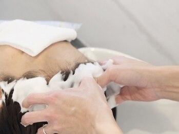 ビューティビースト 上安店(beauty beast)の写真/ディプロマ取得の佐藤が頭皮マッサージ♪髪と頭皮のケアで美髪の秘訣!頭皮の乾燥対策もしっかりケア☆