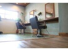 ミツアミ(mitsuami)の雰囲気(緑を基調としたカフェのような店内)