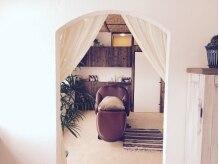 ロンロネ(Hair&Spa ronronne)の雰囲気(南国のリゾート地を思わせるゆったりとしたシャンプー室。)