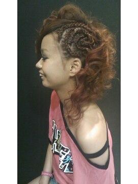 ヘアーメイク カリユ(HAIR MAKE kariyu)渦巻きコーンロウ