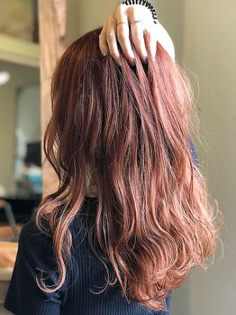 イーゼル ヘア デザイン 名張店(EASEL HAIR DESIGN)の写真/カラーチャートを一緒に見ながら似合うスタイルをご提案♪お仕事で髪型に制限がある人でもカラーが楽しめる