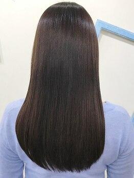 """フィットンチッドの写真/真っ直ぐ過ぎない自然なストレートで毛先まで滑らか♪大人女性憧れの美髪なら""""フィットンチッド""""で叶えて◎"""