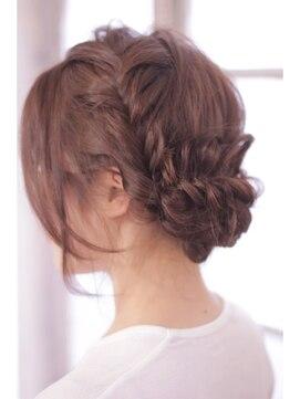 四つ編みへアレンジ(結婚式の髪型) クラフト(craft)ヌーディリラックス