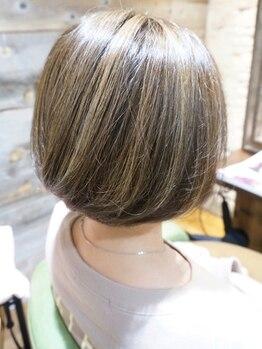 ルアナ(Luana)の写真/繰り返す白髪染めは髪への負担を減らすケアがポイント。カラーを楽しみたい方も◎