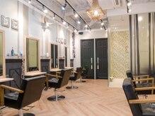 オーブ ヘアー ソル 京都山科店(AUBE HAIR sol)の雰囲気(開放感のある明るい店内で、くつろぎの時間をお過ごしください。)