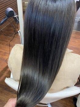 アンフェリール 曳馬店(Em Fellir)の写真/【髪質改善/酸熱トリートメント】日々蓄積されている髪のダメージを緩和し、美髪へと導きます♪