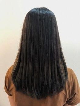 ヘアー 志希の写真/縮毛矯正人気店出身のオーナー在籍!うるうるのツヤと指通り柔らかな質感で自然なストレートヘアが実現◆
