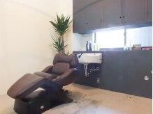 サンマルイチ ヘアアンドライフ(301 hair&life)の雰囲気(シャンプーは個室で。フルフラットのシャンプー台でリラックス。)