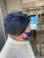 くすみブルーでワイルドヘア