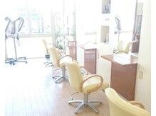 エルエスビー(LSB hair lab)の雰囲気(大きな窓から差し込む光が明るく開放感のある雰囲気が人気です)