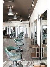 ★魚住・大久保の【ちょっと大人の美容室】アンティークな雰囲気で男性のお客様でも入りやすいお店で