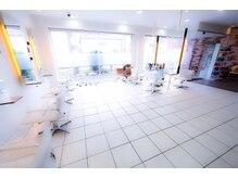アプリーコ 東大島店(APRICO)の雰囲気(白を基調とした落ち着いた店内は、OLさんから主婦の方まで人気。)