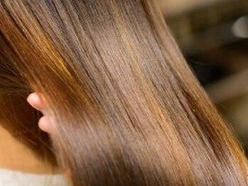 """オハナ(ohana)の写真/真夏の湿気によるうねり、パサつき、アホ毛を抑えて艶やかに仕上がる""""髪質改善ストレート""""【表参道】"""