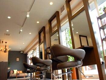 アイディアルヘアー ボニート(idealhair bonito)の写真/【学園前すぐ☆】ウッド調のシックな店内◎落ち着いた空間でゆったりとお過ごしいただけます♪