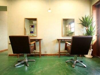 ミツアミ(mitsuami)の写真/センスの良いアトリエ風の空間。ヘアサロンらしくないアンティークの椅子で過ごす至福の時間・・・