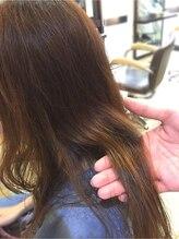 【BEFORE】痛んで見える…髪にコシがない!うねりが気になるロングヘア…。