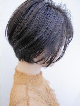 エミオ(emiO)の写真/1人1人の゛似合う゛を見極めカット。魅力を引き出す繊細なカットで、理想のスタイルを実現*