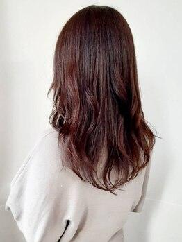 ヘアーアトリエ ネヴェア(hair atelier NEVAEH)の写真/暗い色でも透明感を演出してくれるグレイカラーだから、重くならず透けるよう柔らかな色味が叶います♪