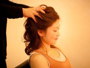 シックカンファタブル(chic comfortable)の写真/【個室で贅沢空間☆】髪や頭皮、気持ちもヘッドスパでスッキリ。頭皮環境を整えて健康的な髪に◎