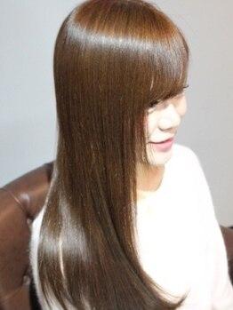 トリートメント サロン スローネ(Treatment Salon Throne)の写真/縮毛矯正の実績と高リピート率を誇る感動のストレート!ダメージレスを第一に考え理想の艶髪へ。