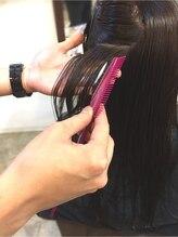前処理でしっかり髪を保護☆傷みやすいイメージのある縮毛矯正も安心♪