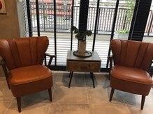 サンズ リアンジェ(SUNS liange)の雰囲気(窓辺の待合はカフェのようなくつろぎ空間です。)
