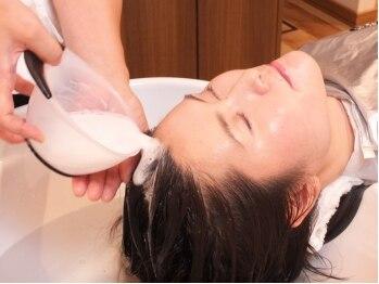 ラシックヘアー(Lachic hair)の写真/炭酸泉を使用し頭皮や疲れを癒すヘッドスパ。優雅なゆったりとした時間の中でリフレッシュできます!