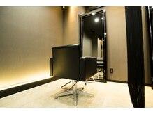 フィオーレ ヘアデザイン(FIORE hair design)の雰囲気(最高級カットチェア『LIM』は極上の座り心地。心から寛げます。)