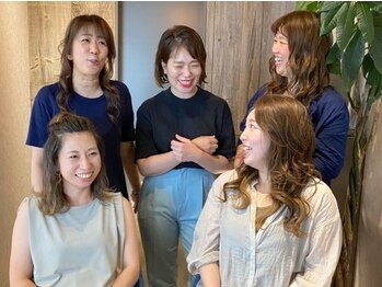 グロウプロデュースバイフェイス(GLOW produce by face)の写真/【麻生駅すぐ!!】経験豊富な女性スタイリストばかりなので、女性目線の提案が叶う♪ママさんも大歓迎☆