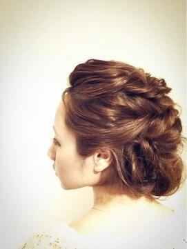 結婚式 髪型 くるりんぱ