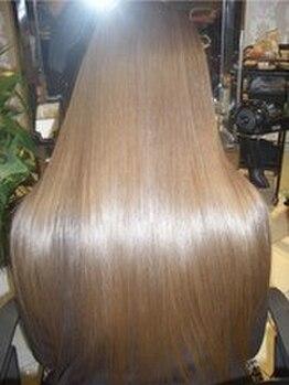ベラ 美容室(VELLA)の写真/【他では珍しいマスクトリートメント】広がりまとまりにくい髪もボリュームダウンし、うるツヤな髪に♪