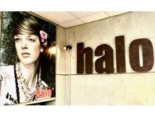 ヘアアンドメイク ハロ(hair&make halo)の雰囲気(お店の看板を目印に階段を下りて半地下店内入り口)