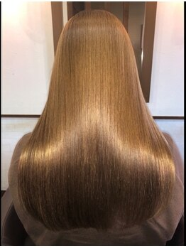 ヘアーアンドメイク コクア(hair&make kokua)の写真/繰り返しのカラーやブリーチ、エイジングで痛んでしまった髪も新感覚トリートメントでツヤと潤いを補給◎