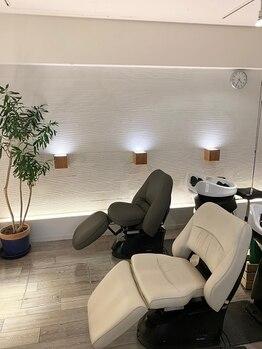 美容室 プカシェル 三鷹台店の写真/【三鷹台駅徒歩3分】フルフラットのヘッドスパ専用スペースで当店自慢のヘッドスパをご堪能ください―。