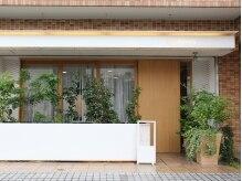ビーハイブスの雰囲気(茶色のレンガ調の3階マンションの1階にサロンはあります!!)