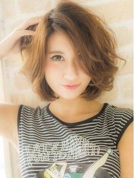 ベラ 美容室(VELLA)の写真/【明るい白髪染めもOK◎】上品で深みのある髪色に、輝くツヤと透明感をプラスし、柔らかい印象に☆