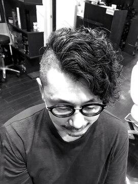 オムヘアーツー (HOMME HAIR 2)#サイドパートモヒカン#スパイラルパーマ#Hommehair2nd櫻井