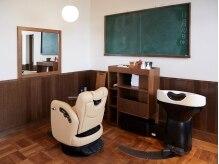 森森の美容室の雰囲気(教室をモチーフにしたあたたかい空間。)